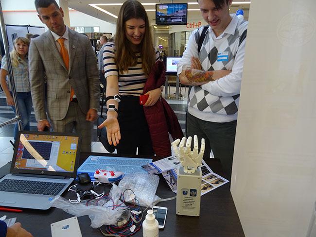 Университет Лобачевского представил предсерийный прототип экзоскелета «Илья Муромец» и собственные разработки в области создания уникального нейроинтерфейса
